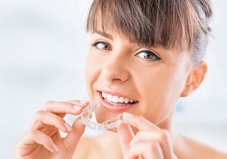woman with whitening tray